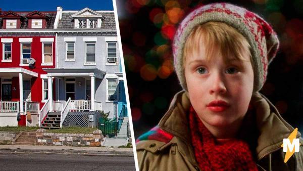 Мальчик выходит из дома и ломает матрицу. Он - копия парня, которого все знают с детства и видят каждую зиму