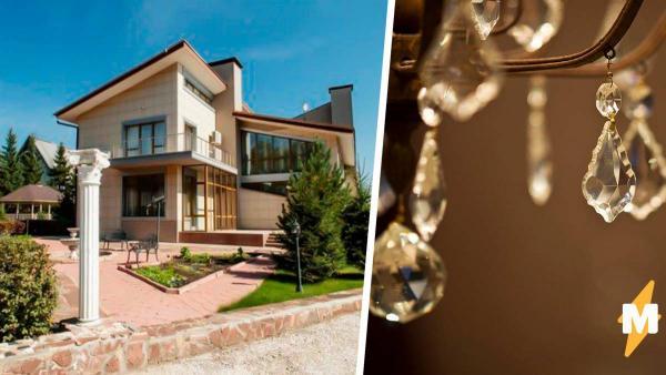Современный иркутский дом оказался порталом в прошлое. Его интерьеры - ностальгия по XVIII веку, и это пугает