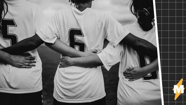 Футболистки вышли на поле и сразу же проиграли. Но виноваты не навыки девушек, а причёска участницы команды
