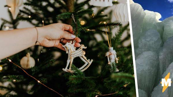 У семьи странный обычай: вместо новогодней ёлки у них — глыба льда? Да, и она смотрится даже эффектнее обычной