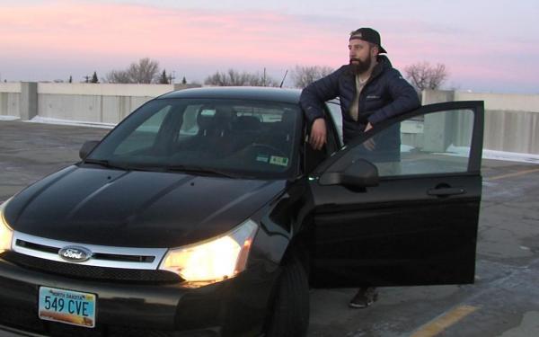 Автолюбитель пытался продать машину, но теперь купить хотят его. Внешность не при чём - он поразил талантом