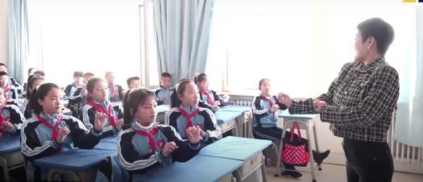 Монгольские дети показали, как проходит их урок - со скачками и техно. Так вернётся Чингисхан - решили зрители