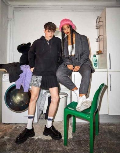 Испанский бренд представил в России модель мужской юбки, и девушки рады. Вот только длина одежды их смутила