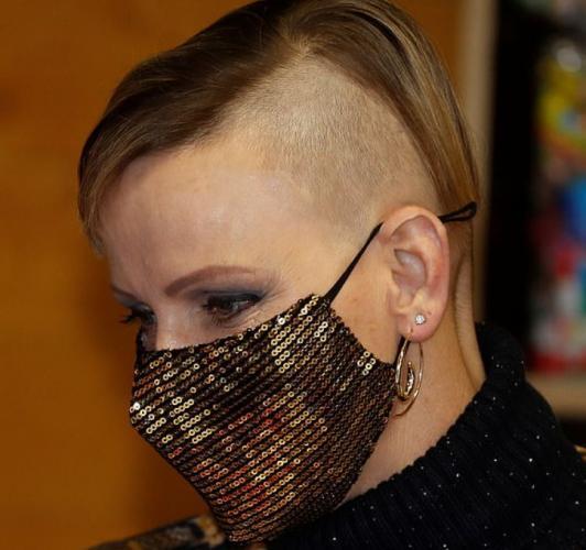 Женщина побрила голову и превратилась в панка. Одно но: она принцесса (буквально), и новый имидж поняли не все