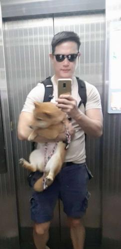 Хозяин сибы-ину уверен: псы омолаживают людей. Поспорить нереально - его внешность в 54 ломает законы природы