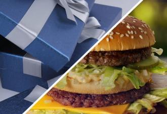 Девушка обещала подарить парню бургер и сломала его, сдержав слово. Её презент аппетитный, но есть его нельзя