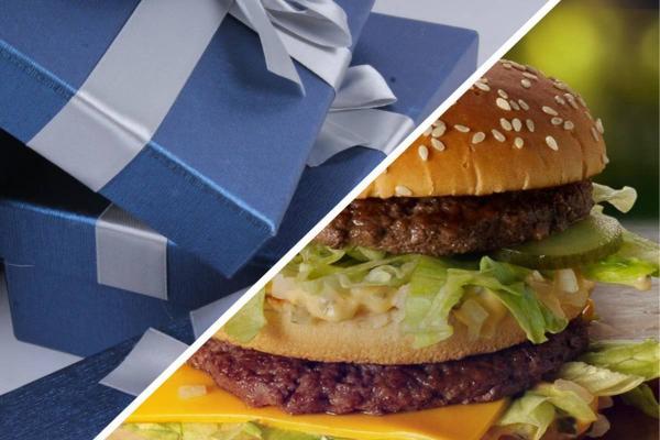 Девушка обещала подарить парню бургер, и сломала его, сдержав слово. Её презент аппетитный, но есть его нельзя