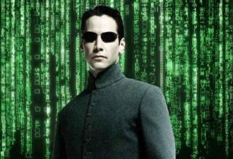 Матрица сломалась и показала свой код в квартире парня. Он сам это устроил и рассказал, как всё удалось
