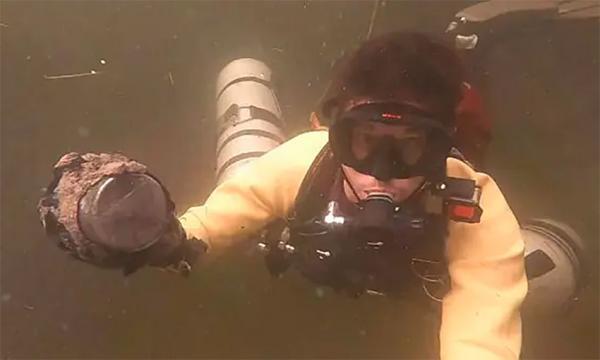 Дайверы заплыли в подводную пещеру, где их ждала пугающая находка. Из-за неё эти места начали считать гиблыми