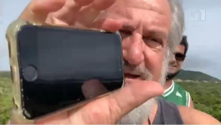Мужчина выронил свой айфон с самолёта, и он даже не сломался. Тот успел снять свой стремительный полёт