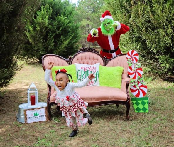 Мама не подумала, как отреагирует дочь на милую новогоднюю фотосессию. Фото, на которые без слёз не взглянешь