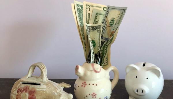 Мама разбила детскую копилку и деньги достались чужакам. Но её никто не винит - сына она воспитывает правильно