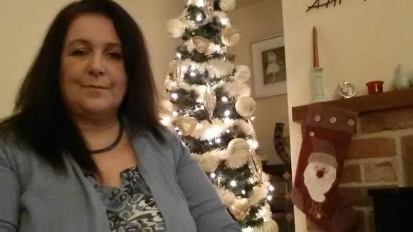 Женщина любит Рождество, но оно может её убить. Дело в запахе праздника, ставшем для неё собственным киллером