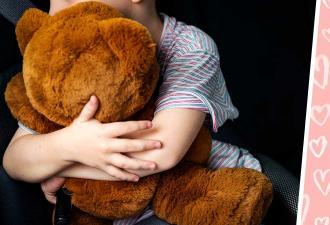 Мама увидела товары в магазине игрушек и заплакала. На полке сидел её сын, причём не в единственном экземпляре