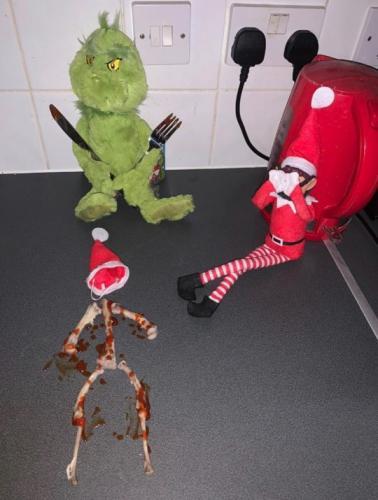 Мальчик заплакал, когда узнал, что сделала его любимая игрушка. А мама смеётся: ведь это была всего лишь шутка