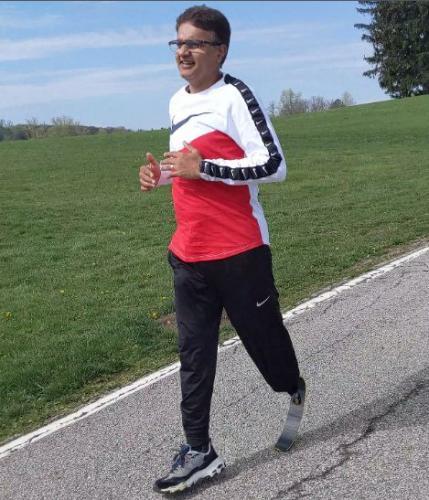 Мужчина пробежал пять километров, и что здесь такого? А вот что: мужчина выдержал весь марафон на одной ноге