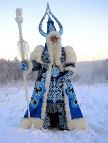 Иностранцы увидели Деда Мороза, и в их глазах он ледяной маг 1000 уровня. Но русские дедушку не признали