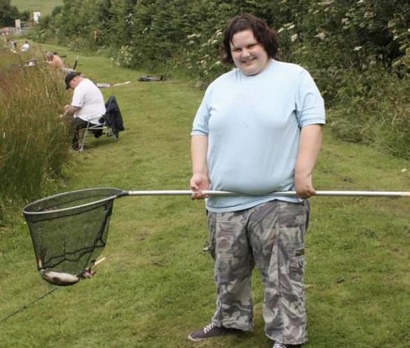"""Весящий 260 килограмм парень мечтает об операции. Дело не в весе - он уверен: внутри него живёт красивая """"она"""""""