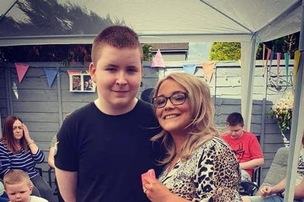 Сын с аутизмом попросил у мамы не ходить в школу. Хоть он и мечта любого педагога, причина довела её до слёз