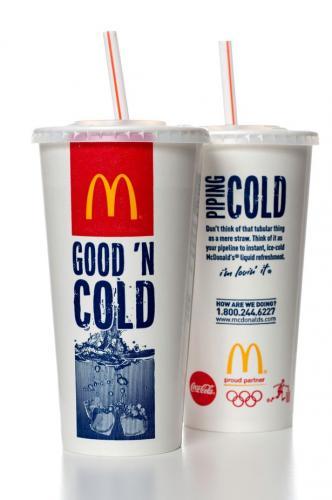 """Работник """"Макдоналдса"""" рассказал, что значит маркировка на крышках напитков. Нет, это не просто элемент декора"""