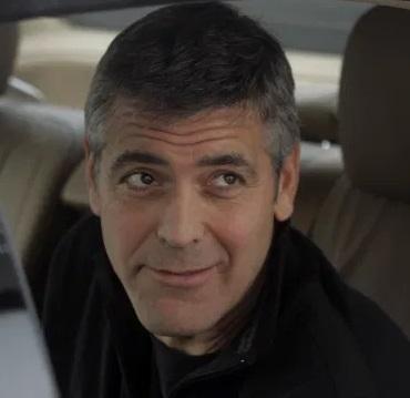 Парень повторил улыбку Джорджа Клуни, и это было ошибкой. Теперь саундтрек его жизни - Can't Feel My Face