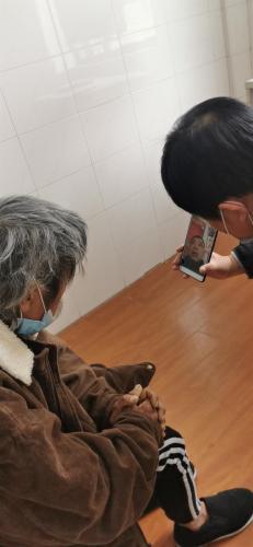Бездомный потерял память и годами не знал, кто он. Незнакомцы, искавшие его 40 лет, вернули ему самого себя