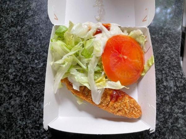 """Парень заказывал в """"Макдоналдс"""" необычные блюда и не зря. Он понял, без чего бургер даже не захочется есть"""