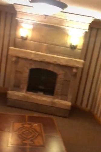 Девушка показала, что прячется за камином в её доме, и сломала шаблоны. Идеальное место для мужчин - не гараж