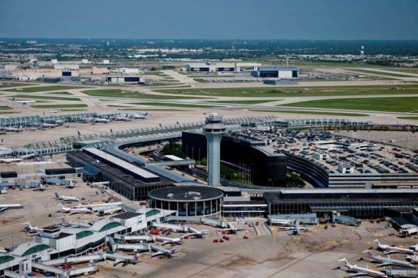 Мужчина три месяца прожил в аэропорту используя поддельное удостоверение. Его главный страх — коронавирус