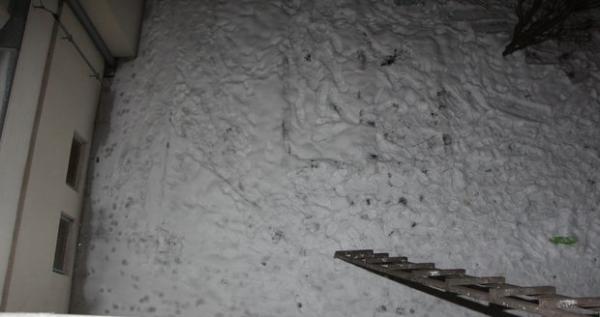 Вор грабил балконы, долгое время обводя полицию вокруг пальца. Но тут вмешался снег (и невнимательность)