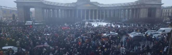 Задержания, травмы и закиданное снежками правительственное авто. Как прошли протесты в России 23 января