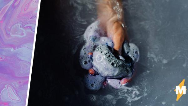 Девочка приняла ванную с бомбочкой и та действительно взорвалась. Кожа не пострадала, а вот бюджет семьи — да