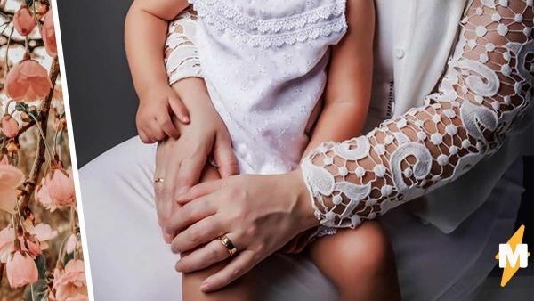 Мама с дочкой просто живут и покоряют людей видом. Ещё бы - у них четыре набора цвета кожи и волос на двоих