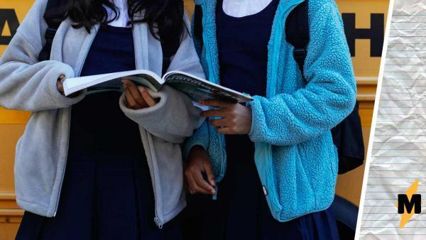 Школа не даёт учиться девочке из-за длины юбки. Но стоит увидеть одежду ученицы, и вопросов становится больше