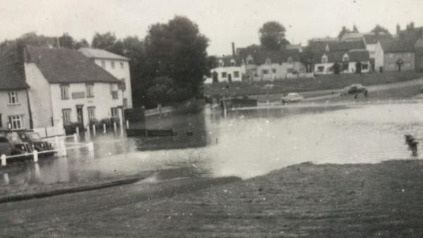 Жители деревушки ждали паводка и бедствий, но их спасли новые соседи. Подселенцы решили проблему за день