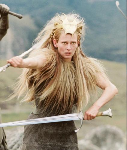 Сын покрасил маме волосы, но провалил задание. Теперь женщина - Белая Колдунья из Нарнии, а парню пора бежать