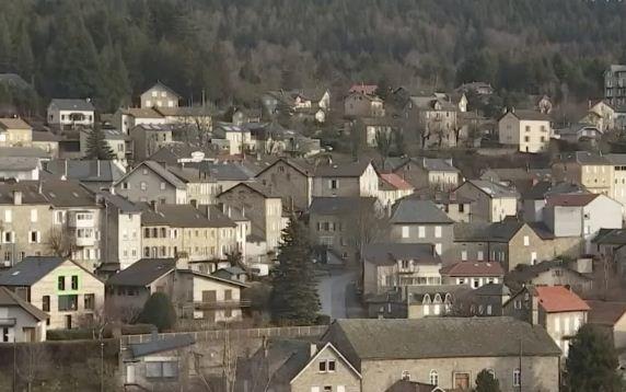 Французская деревня получила 180 миллионов рублей от мецената. Ещё бы, ведь когда-то её жители спасли его