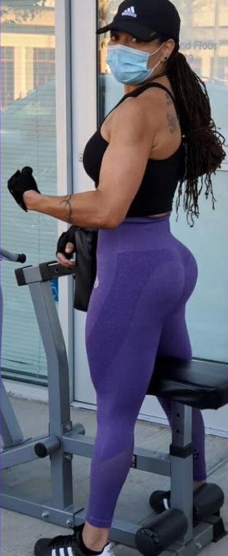 Женщина показала, как похудела, и поразила зрителей. Ещё бы, всё, что осталось от неё прежней - тату