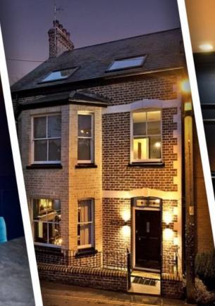 Владелец превратил старый дом в жильё-загадку. У каждой комнаты свой секрет, который не сразу отыщешь на фото