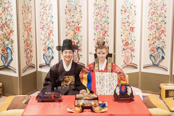 """Девушка показала свадебное фото из Кореи. Теперь её сравнивают с Императрицей из """"Бесконечной истории"""""""