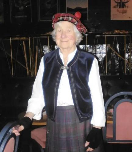 Отметившая 106-летие бабушка делится лайфхаком. Кровь девственниц не нужна, хватит и молока с вискариком