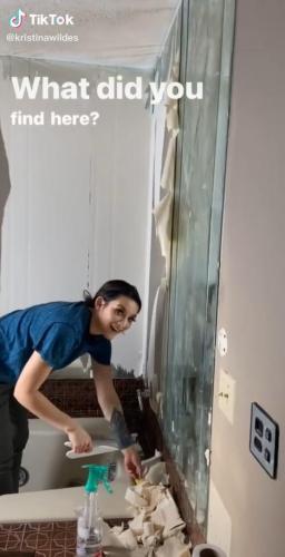 Молодожёны делали ремонт в старом доме и нашли жуткий секрет. Люди уверены: это начало нового хоррора