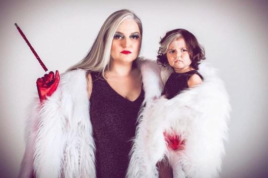Мама с дочкой просто живут и покоряют зрителей одним своим видом. Ещё бы - у них два набора цвета кожи и волос