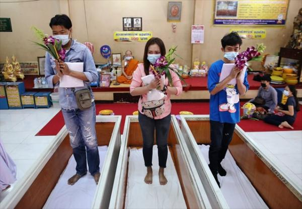 Храм в Таиланде предлагает начать жизнь заново за сущие копейки. Но на такое согласятся только самые отчаянные