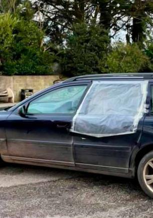 Мужчина долго не мог продать старый автомобиль. Стоило рассказать о нём честно — и от желающих нет отбоя