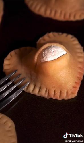 Пекарь показал печенья ко Дню Валентина, и люди поняли для кого они. Ведь эту выпечку оценил Ганнибал Лектор