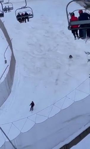Парень просто хотел прокатиться на лыжах по склону,