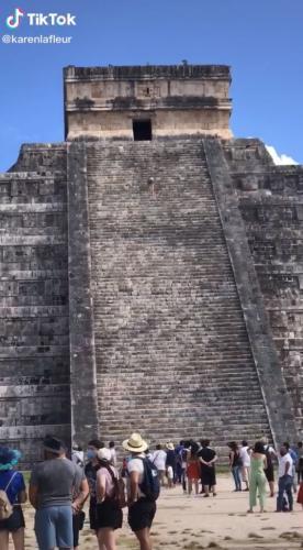 Туристка в Мексике забралась на высокую лестницу, но вместо восхищения получила хейт