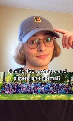 Мужчина рассказал, каково иметь 150 братьев и сестёр. Его отец достиг 100 уровня полигамности