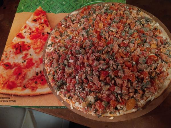 Люди увидели пиццу, о которой мечтают все.